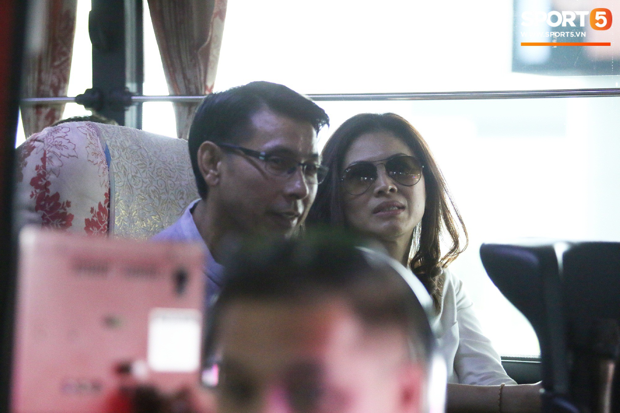 Bà Jocelyn Tan (phải) đi theo chồng sang Việt Nam. Ảnh: Giang Nguyễn