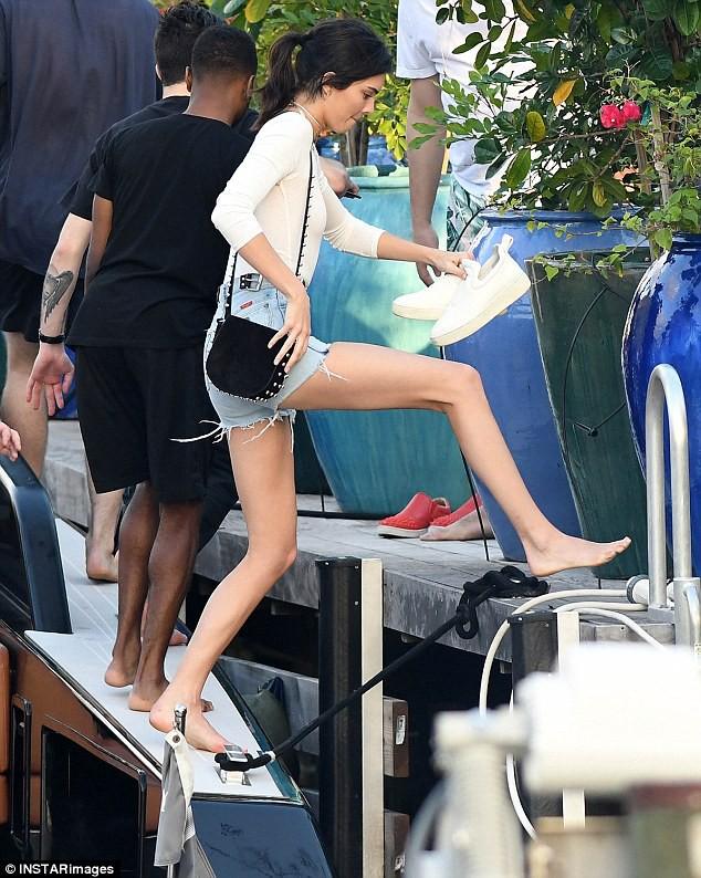 Mỹ nhân Hollywood và những đôi chân cực phẩm vừa dài vừa nuột nà như búp bê thật sự - Ảnh 4.