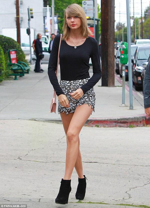 Mỹ nhân Hollywood và những đôi chân cực phẩm vừa dài vừa nuột nà như búp bê thật sự - Ảnh 23.