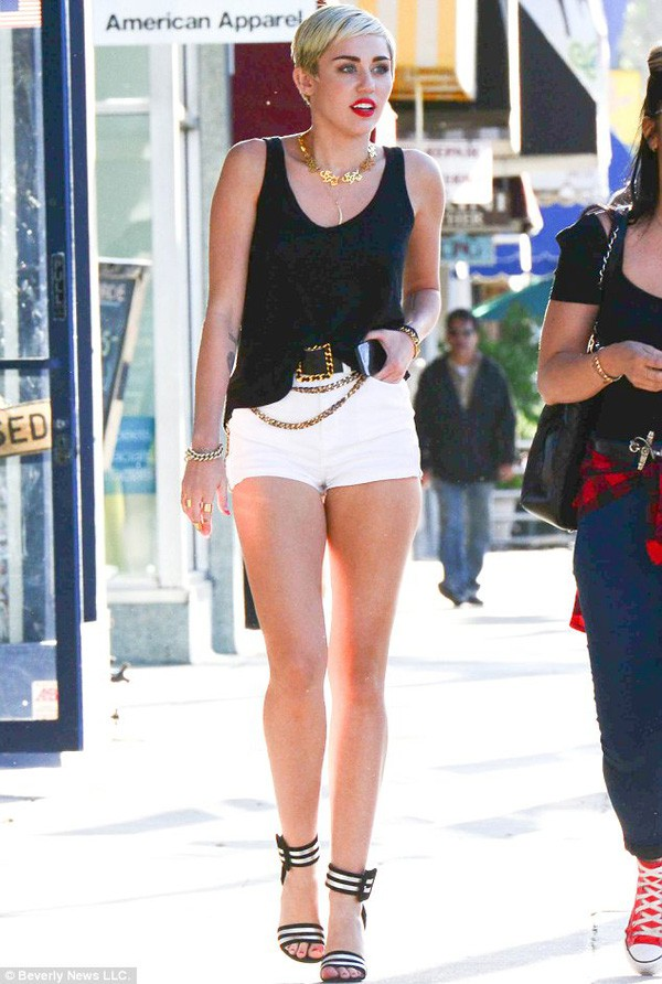 Mỹ nhân Hollywood và những đôi chân cực phẩm vừa dài vừa nuột nà như búp bê thật sự - Ảnh 28.