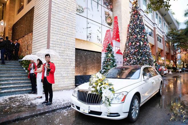 Xôn xao siêu đám cưới 4,6 tỷ ở Hải Phòng: Chú rể cưỡi bạch mã siêu xe Maybach trị giá triệu đô đón cô dâu đến hôn trường lãng mạn như truyện cổ tích - Ảnh 6.