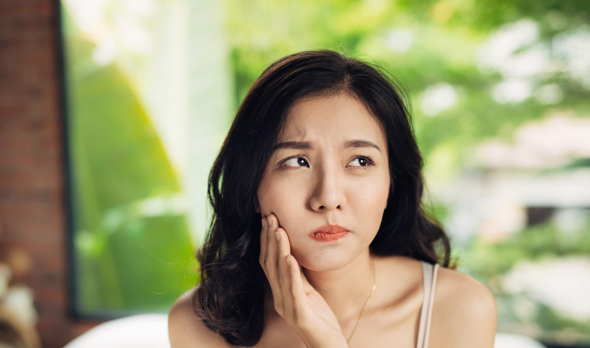 Thường xuyên bị ù tai có thể là dấu hiệu cảnh báo một số vấn đề sức khỏe sau - Ảnh 3.