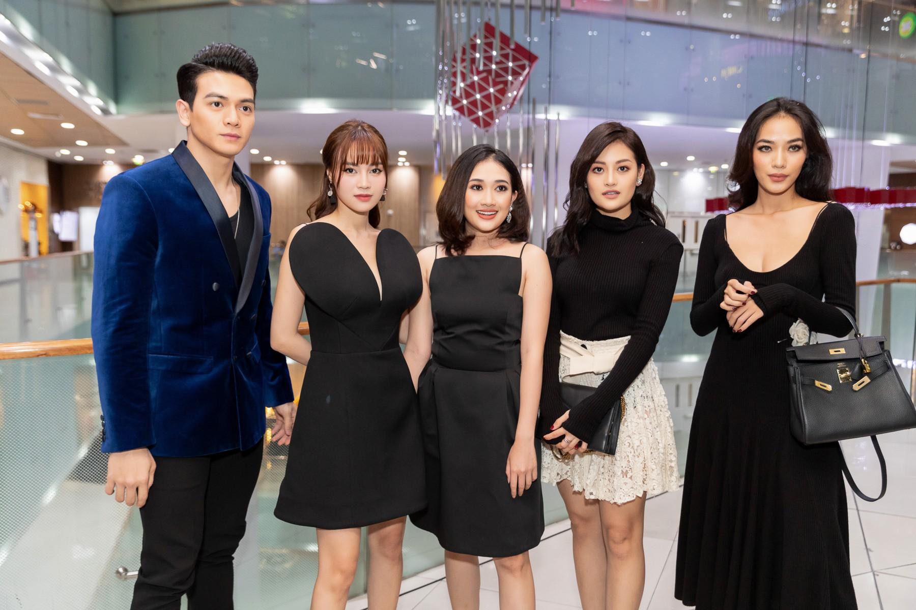 Dàn sao Gái Già Lắm Chiêu 2 bất ngờ gây náo loạn sàn catwalk, chinh phục công chúng bằng BTS ấn tượng của Lâm Gia Khang - Ảnh 5.