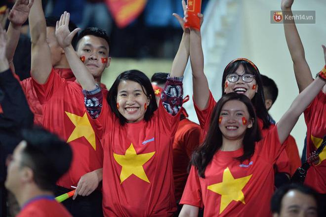 Niềm tin của hàng triệu người hâm mộ đã được đền đáp sau 10 năm chờ đợi: Việt Nam đã vô địch AFF Cup 2018 - Ảnh 2.