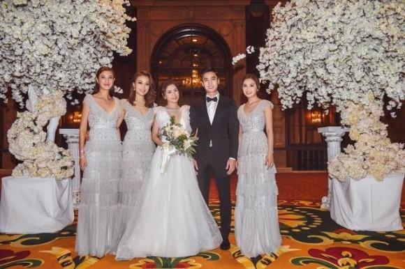Hé lộ dàn phù dâu xinh đẹp cùng quà tặng khách mời cực độc tham dự đám cưới của Chung Hân Đồng ngày 20/12 - Ảnh 2.