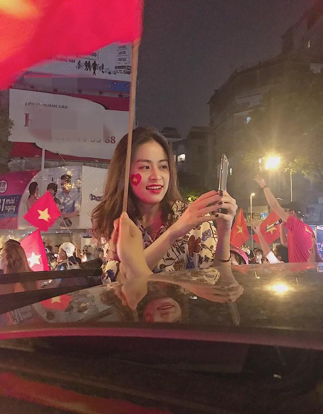 Sao Vbiz đi bão mừng chiến thắng của đội tuyển Việt Nam: Cưỡi xe máy, nhuộm đỏ phố phường với màu cờ Tổ quốc - Ảnh 8.
