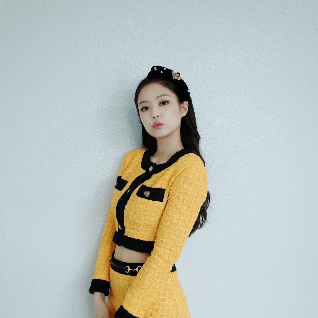 Jennie (Black Pink) rất 'cao tay' khi diện lại trang phục của Hồ Ngọc Hà
