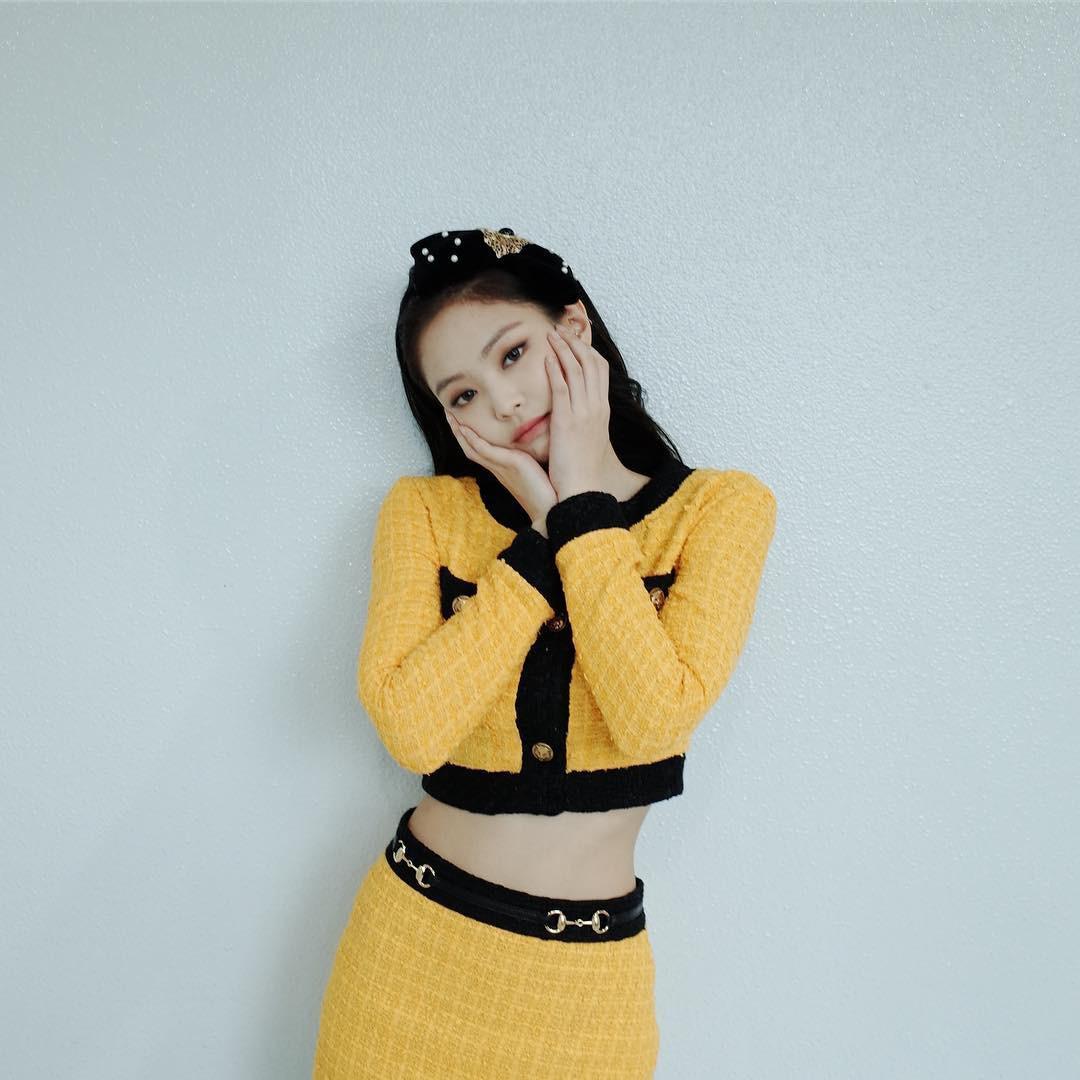 """Cắt hẳn áo gần trăm triệu cho Jennie nhưng hẳn stylist cũng không ngờ dân mạng lại phản ứng """"trái khoáy"""" thế này - Ảnh 2."""