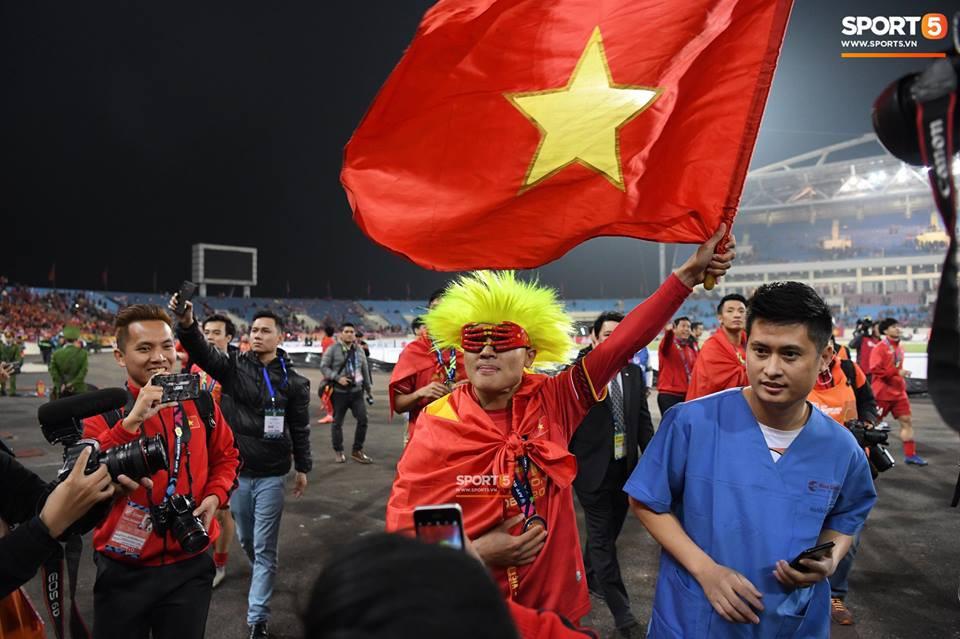 Vừa yêu vừa cảm phục các cầu thủ Việt Nam vì loạt khoảnh khắc giản dị nhưng rất ấm áp - Ảnh 11.