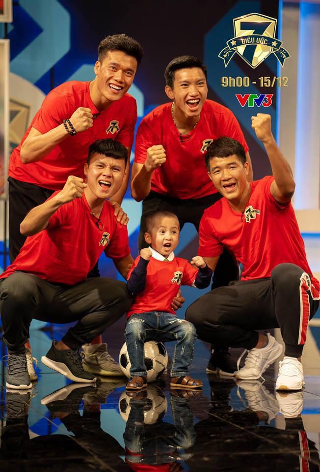 Vừa yêu vừa cảm phục các cầu thủ Việt Nam vì loạt khoảnh khắc giản dị nhưng rất ấm áp - Ảnh 1.