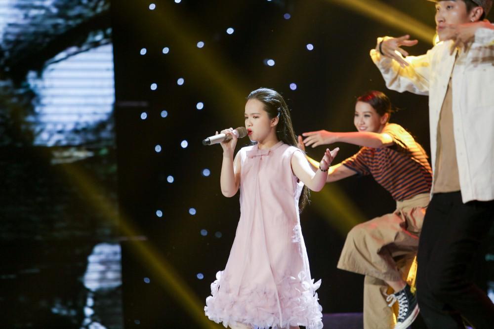 Giọng hát Việt nhí: Xuất hiện bản Mashup HongKong1 - Thằng điên khiến Soobin Hoàng Sơn bối rối - Ảnh 11.