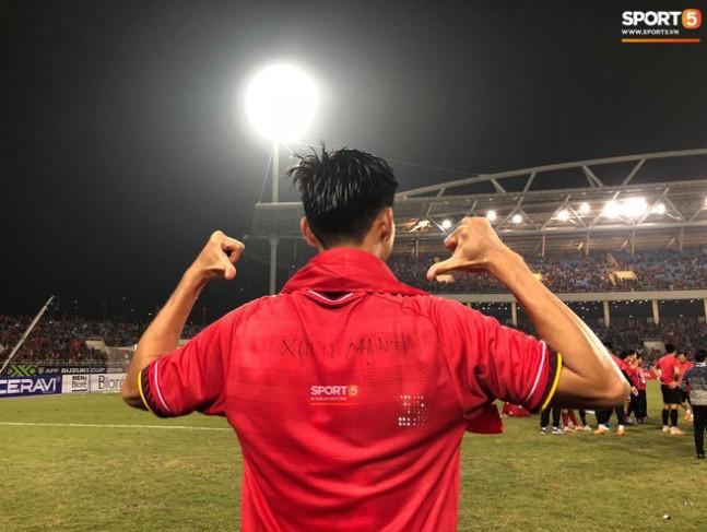 Vừa yêu vừa cảm phục các cầu thủ Việt Nam vì loạt khoảnh khắc giản dị nhưng rất ấm áp - Ảnh 5.