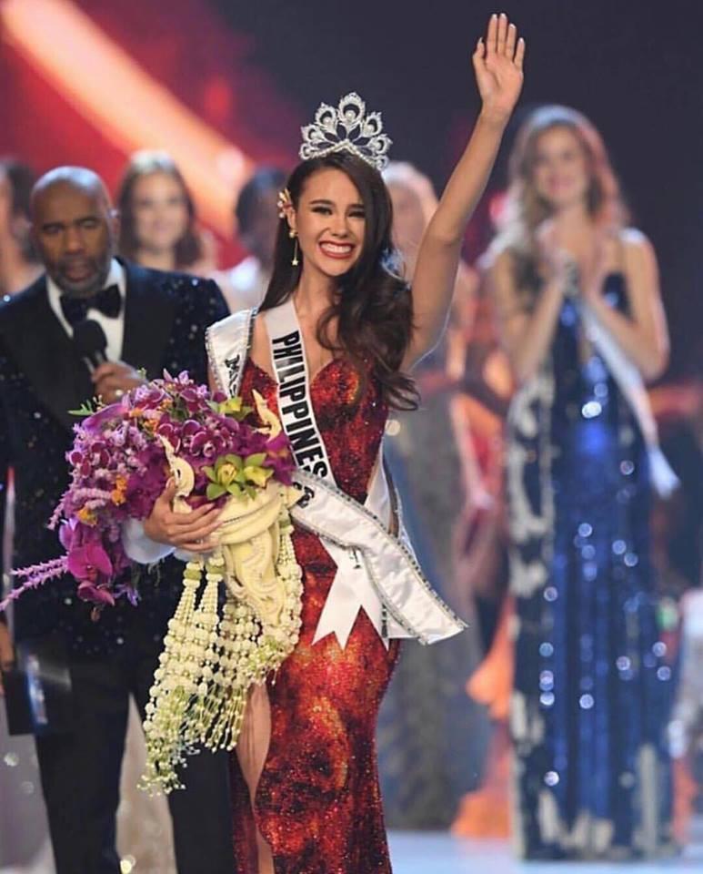 Nhan sắc lai đẹp rực rỡ của Tân Hoa hậu Hoàn vũ 2018 và loạt thành tích khủng trên hành trình đoạt vương miện thứ 3! - Ảnh 2.
