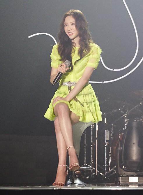 Diện chung 1 mẫu váy, Taeyeon ấn tượng hơn hẳn Jessica chỉ nhờ một chi tiết - Ảnh 5.
