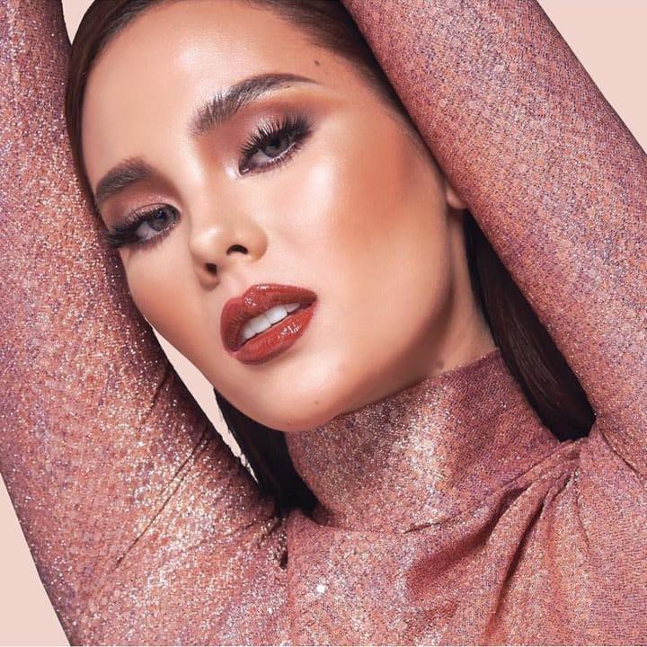 Nhan sắc lai đẹp rực rỡ của Tân Hoa hậu Hoàn vũ 2018 và loạt thành tích khủng trên hành trình đoạt vương miện thứ 3! - Ảnh 16.