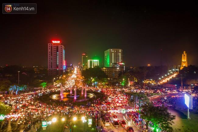Hình ảnh flycam ấn tượng tại chảo lửa Thái Nguyên trong đêm chung kết AFF Cup được chia sẻ khiến nhiều người choáng ngợp - Ảnh 6.