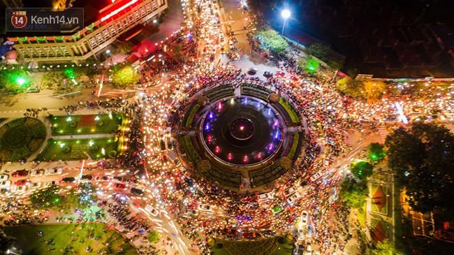 Hình ảnh flycam ấn tượng tại chảo lửa Thái Nguyên trong đêm chung kết AFF Cup được chia sẻ khiến nhiều người choáng ngợp - Ảnh 5.