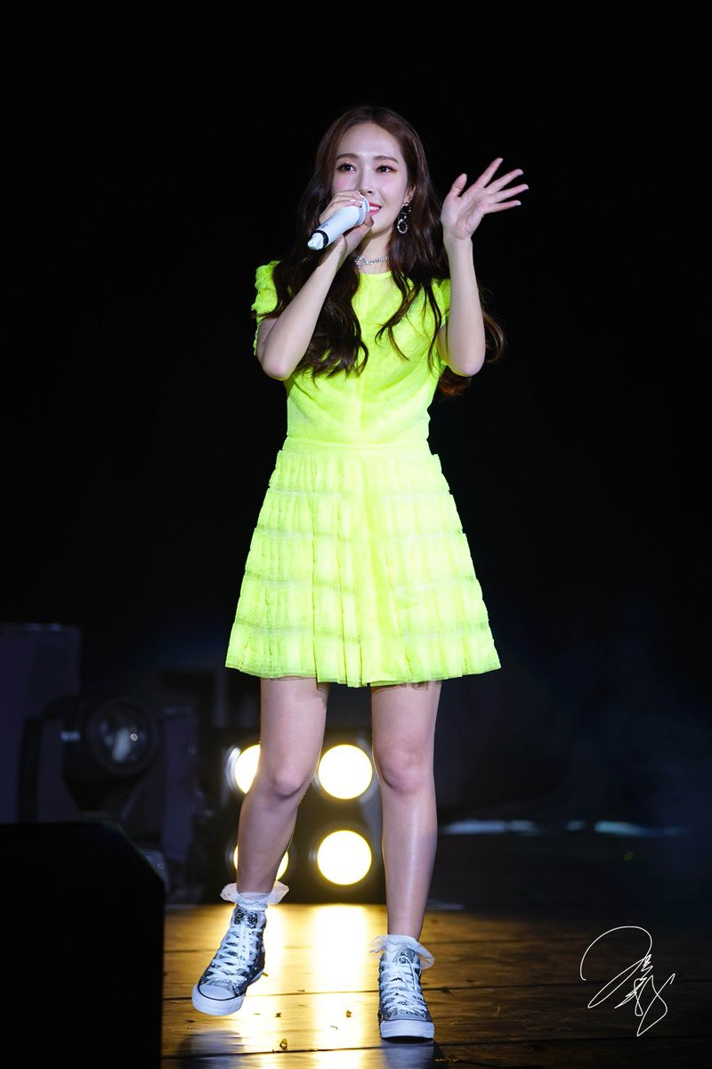 Diện chung 1 mẫu váy, Taeyeon ấn tượng hơn hẳn Jessica chỉ nhờ một chi tiết - Ảnh 2.