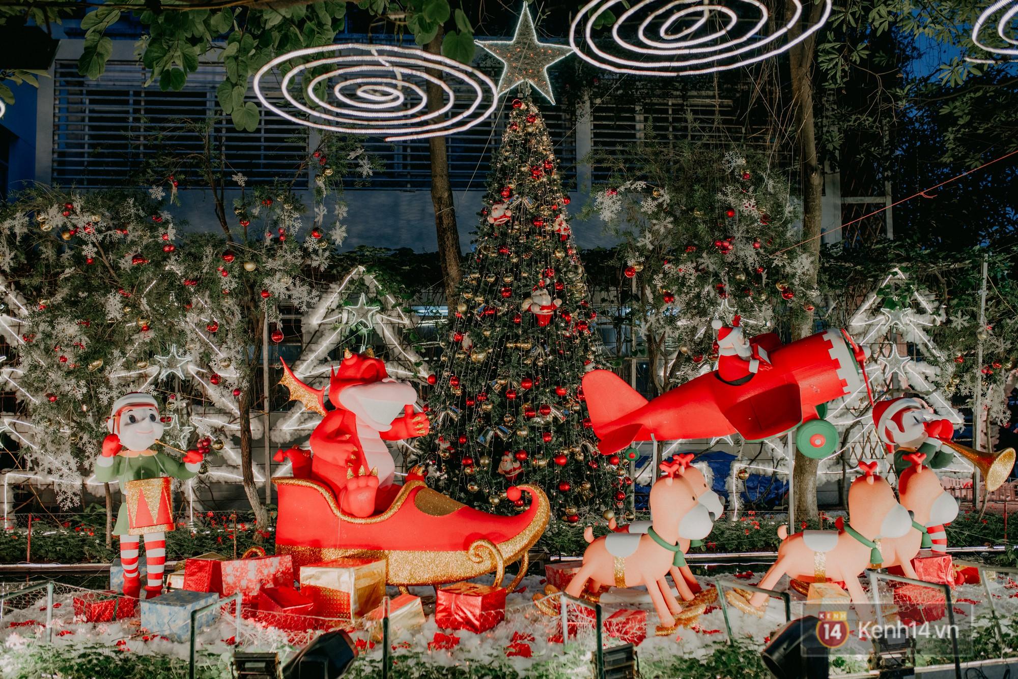 Trường ĐH con nhà giàu này đang là trường trang trí Noel đẹp nhất nước, có máy phun tuyết nhân tạo, tha hồ sống ảo - Ảnh 9.