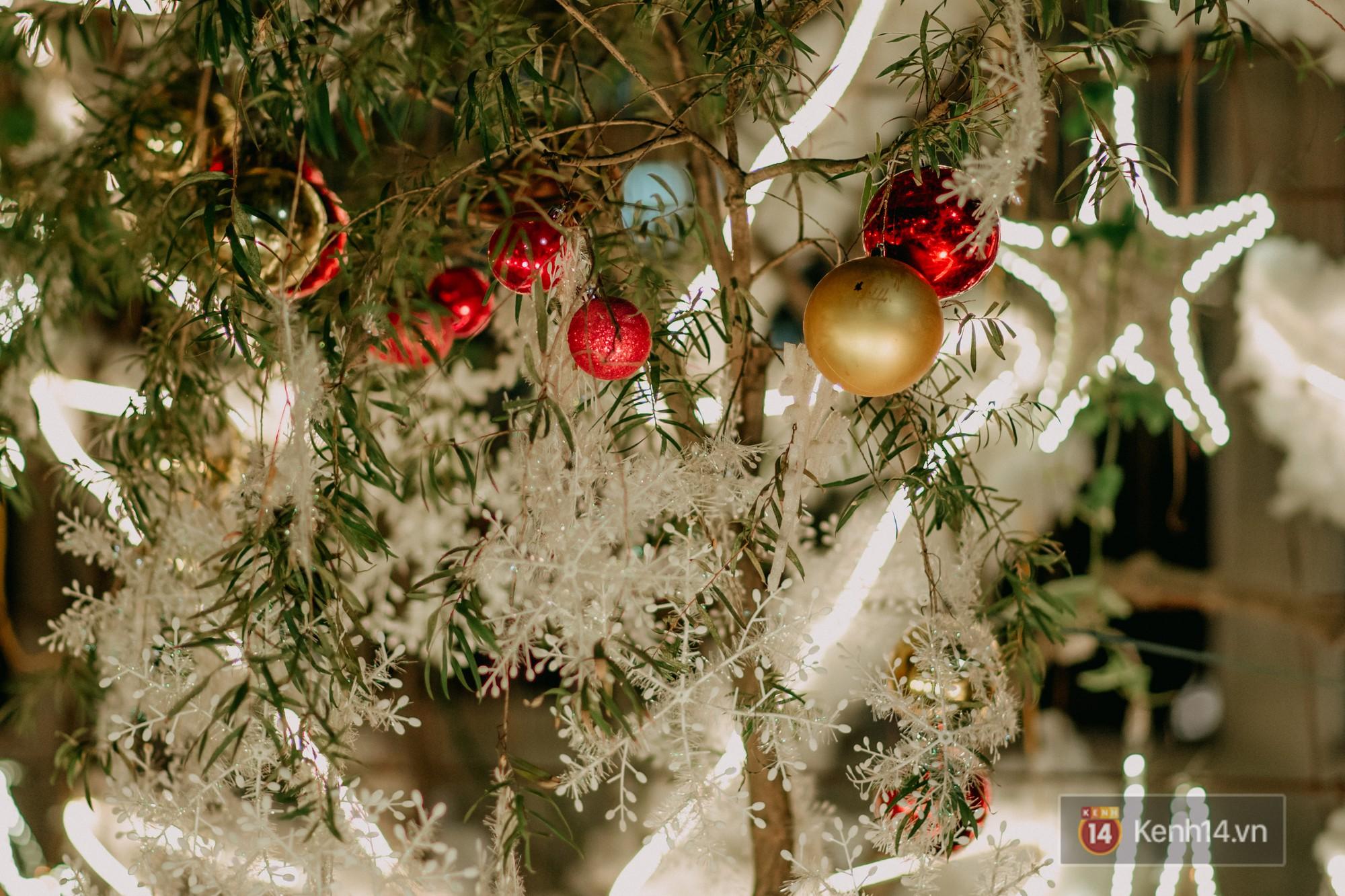 Trường ĐH con nhà giàu này đang là trường trang trí Noel đẹp nhất nước, có máy phun tuyết nhân tạo, tha hồ sống ảo - Ảnh 10.