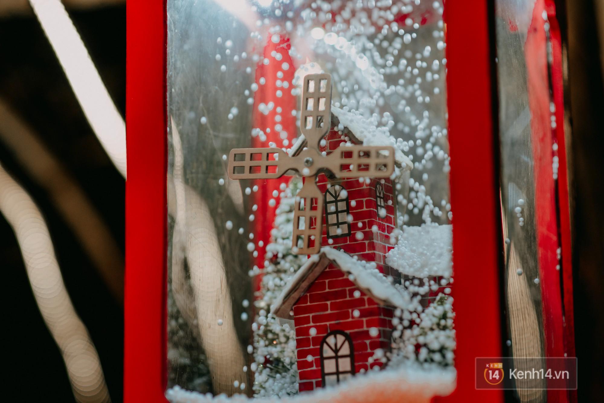 Trường ĐH con nhà giàu này đang là trường trang trí Noel đẹp nhất nước, có máy phun tuyết nhân tạo, tha hồ sống ảo - Ảnh 17.
