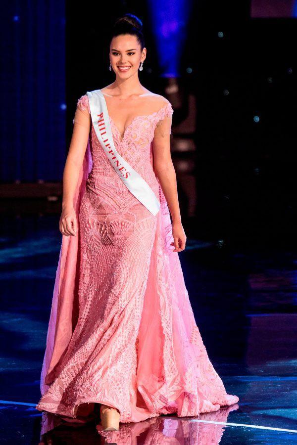 Nhan sắc lai đẹp rực rỡ của Tân Hoa hậu Hoàn vũ 2018 và loạt thành tích khủng trên hành trình đoạt vương miện thứ 3! - Ảnh 9.