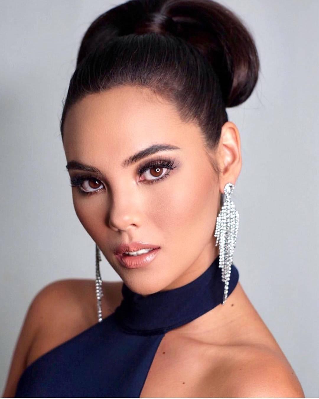 Nhan sắc lai đẹp rực rỡ của Tân Hoa hậu Hoàn vũ 2018 và loạt thành tích khủng trên hành trình đoạt vương miện thứ 3! - Ảnh 20.