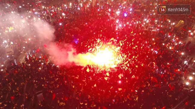 Những khoảnh khắc khó quên của hàng triệu người hâm mộ khi đội tuyển Việt Nam vô địch AFF Cup 2018 - Ảnh 1.