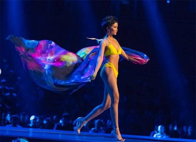 Nhìn lại những màn trình diễn quá sức tuyệt vời giúp HHen Niê lập kỳ tích vào Top 5 chung kết Miss Universe 2018 - Ảnh 5.