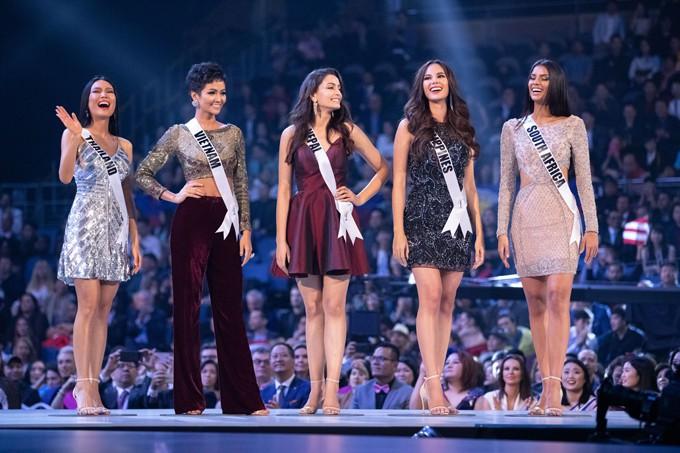 Nhìn lại những màn trình diễn quá sức tuyệt vời giúp HHen Niê lập kỳ tích vào Top 5 chung kết Miss Universe 2018 - Ảnh 4.