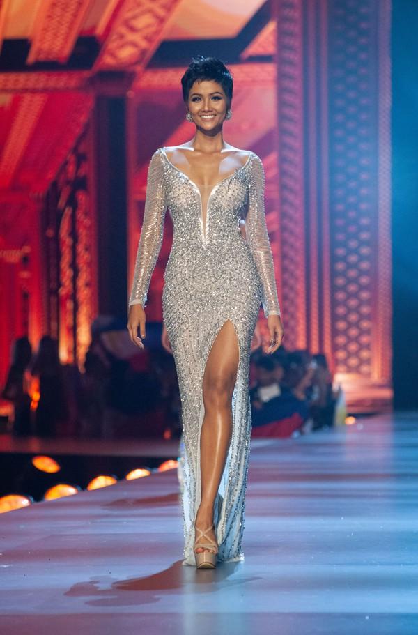 Nhìn lại những màn trình diễn quá sức tuyệt vời giúp HHen Niê lập kỳ tích vào Top 5 chung kết Miss Universe 2018 - Ảnh 11.