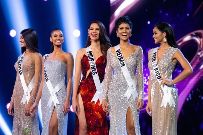 Nhìn lại những màn trình diễn quá sức tuyệt vời giúp HHen Niê lập kỳ tích vào Top 5 chung kết Miss Universe 2018 - Ảnh 13.