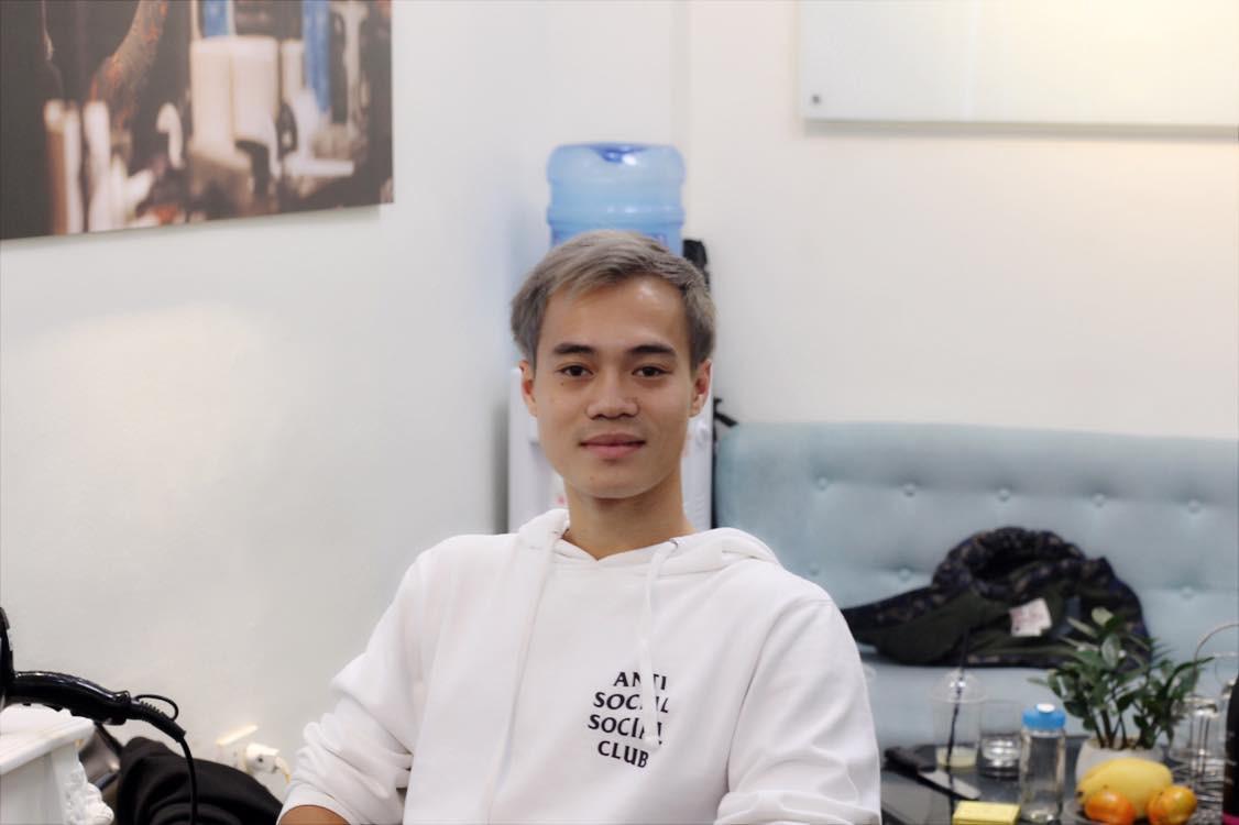 Văn Toàn ở Hà Nội nhuộm tóc, tuyển Việt Nam đua nhau đi du lịch sau khi vô địch AFF Cup 2018 - Ảnh 3.