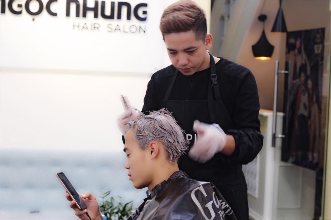 Văn Toàn ở Hà Nội nhuộm tóc, tuyển Việt Nam đua nhau đi du lịch sau khi vô địch AFF Cup 2018 - Ảnh 1.