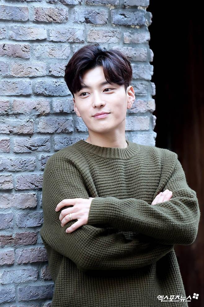 Dàn diễn viên Encounter: Toàn những gương mặt lười đi show nhất nhì làng giải trí Hàn Quốc - Ảnh 8.
