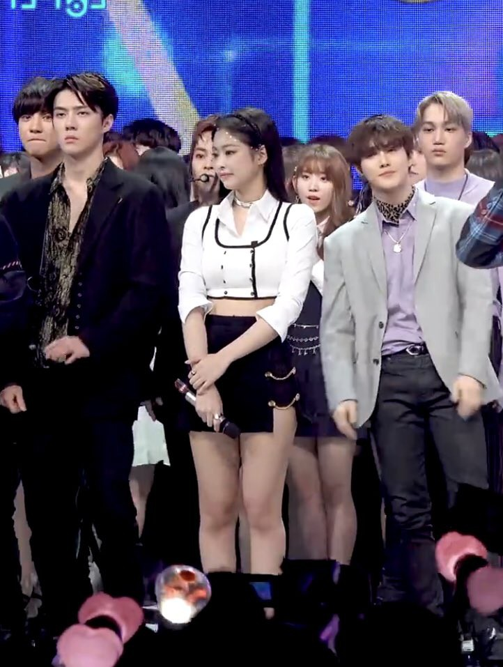 Tình cờ đứng cạnh nhau, Jennie và Sehun gây sốt vì đẹp cực phẩm và trông như cặp đôi nhà tài phiệt lên nhận giải - Ảnh 3.