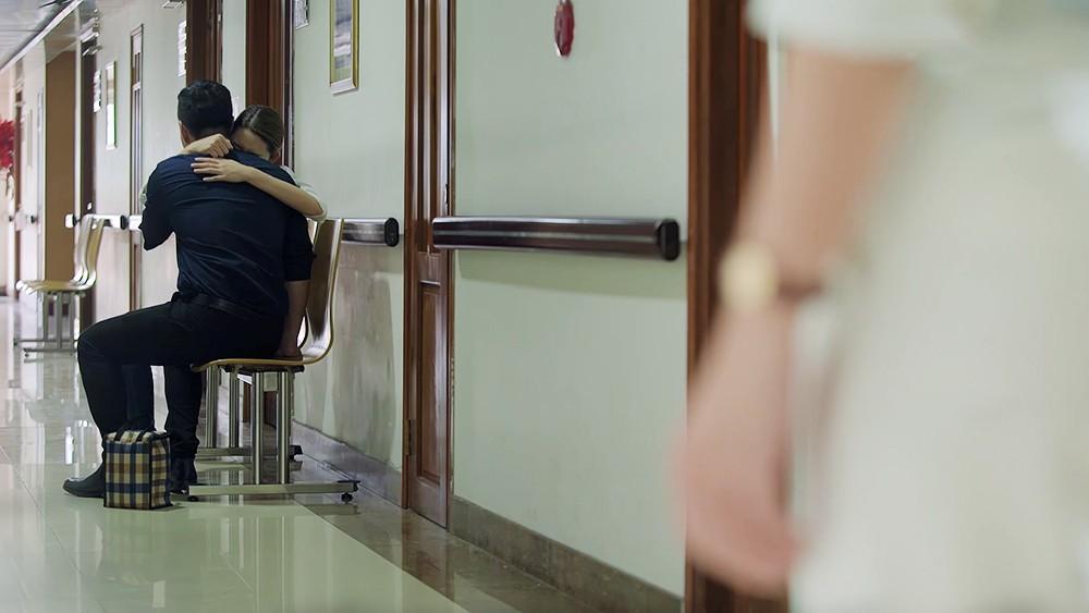 Gạo Nếp Gạo Tẻ: Con trai lâm bạo bệnh, Hân đứng trước nguy cơ đi tù mọt gông - Ảnh 8.