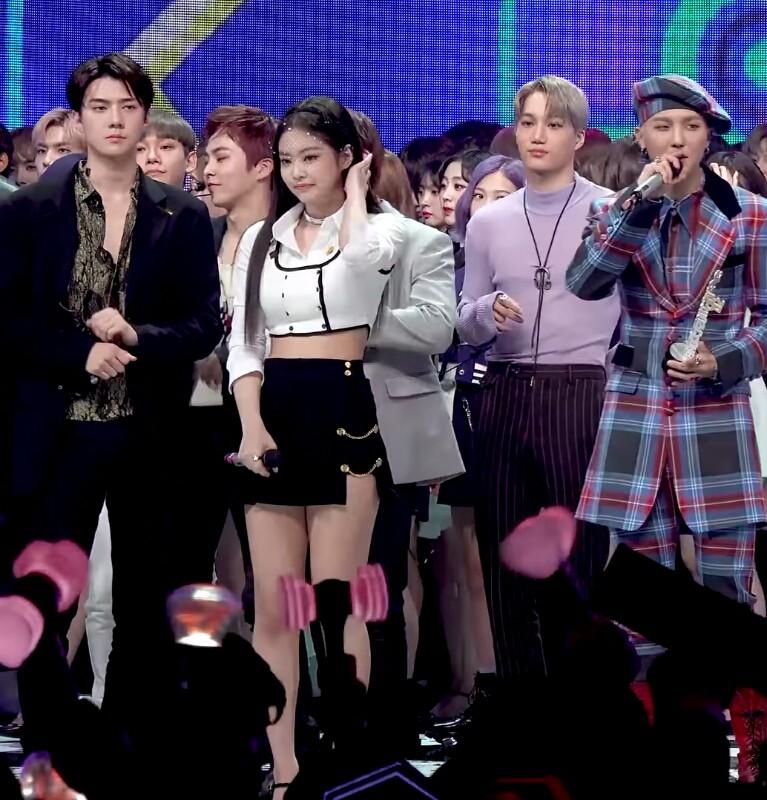 Tình cờ đứng cạnh nhau, Jennie và Sehun gây sốt vì đẹp cực phẩm và trông như cặp đôi nhà tài phiệt lên nhận giải - Ảnh 2.