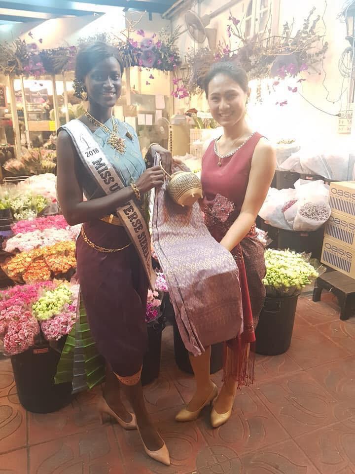 Câu chuyện cảm động về thí sinh Miss Universe 2018: Dự thi muộn vì quá nghèo, nhưng nhận cái kết ấm lòng từ người dân Thái - Ảnh 4.