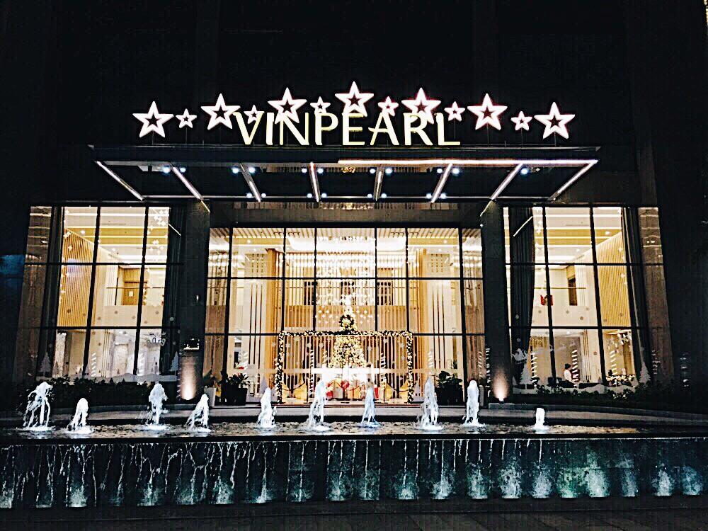 Không gian chuẩn mùa lễ hội của Vinpearl Hotels: Góc nào cũng lung linh, đã vậy còn được thưởng thức bữa tối với view ngàn sao!
