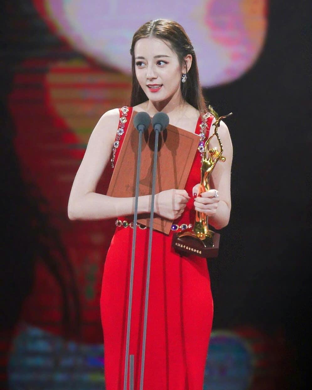 Giữa 3 phiên bản Hàn - Trung - Việt của She Was Pretty: Lan Ngọc cho Địch Lệ Nhiệt Ba hít khói ở điểm này - Ảnh 10.