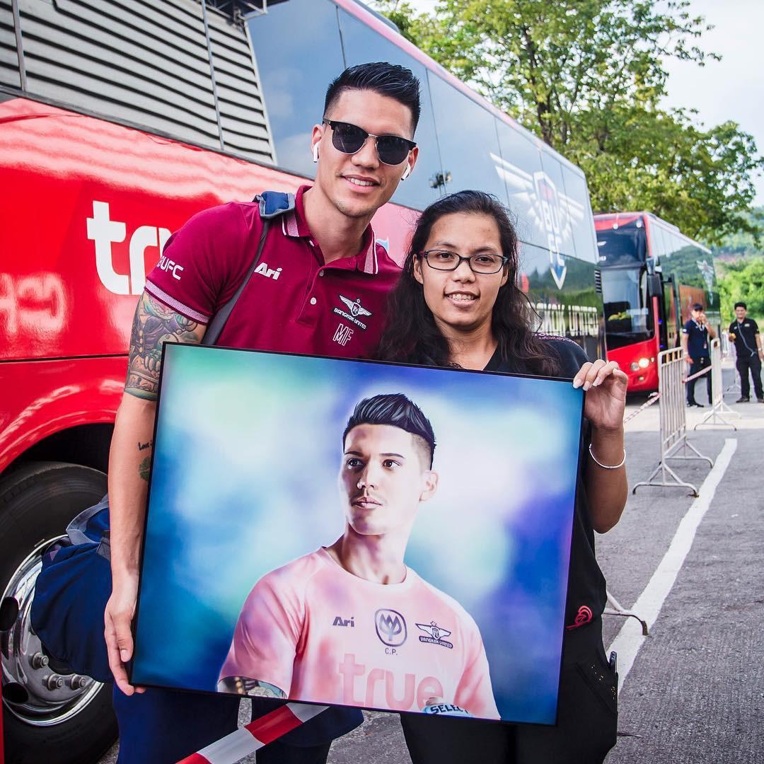 Sau trận bán kết lượt đi giữa Việt Nam - Philippines, đây chính là nhân vật được các fan girl truy info nhiều nhất - Ảnh 9.