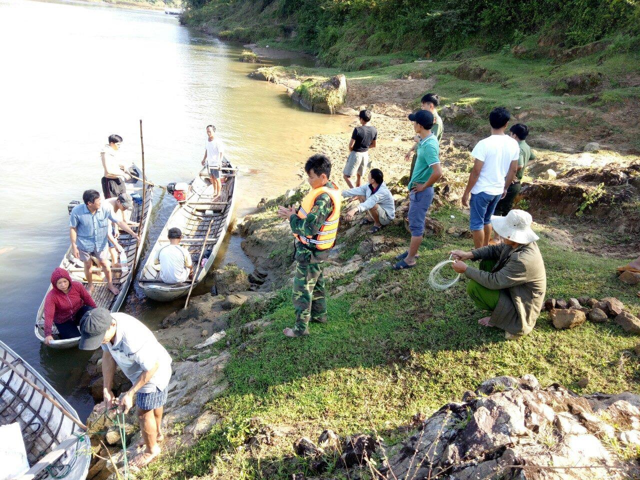 Rủ nhau ra bờ sông chơi, 2 em nhỏ mất tích nghi bị đuối nước - Ảnh 1.