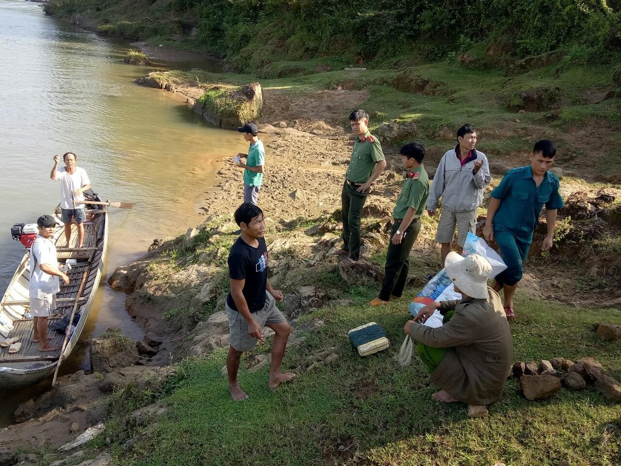 Rủ nhau ra bờ sông chơi, 2 em nhỏ mất tích nghi bị đuối nước - Ảnh 2.