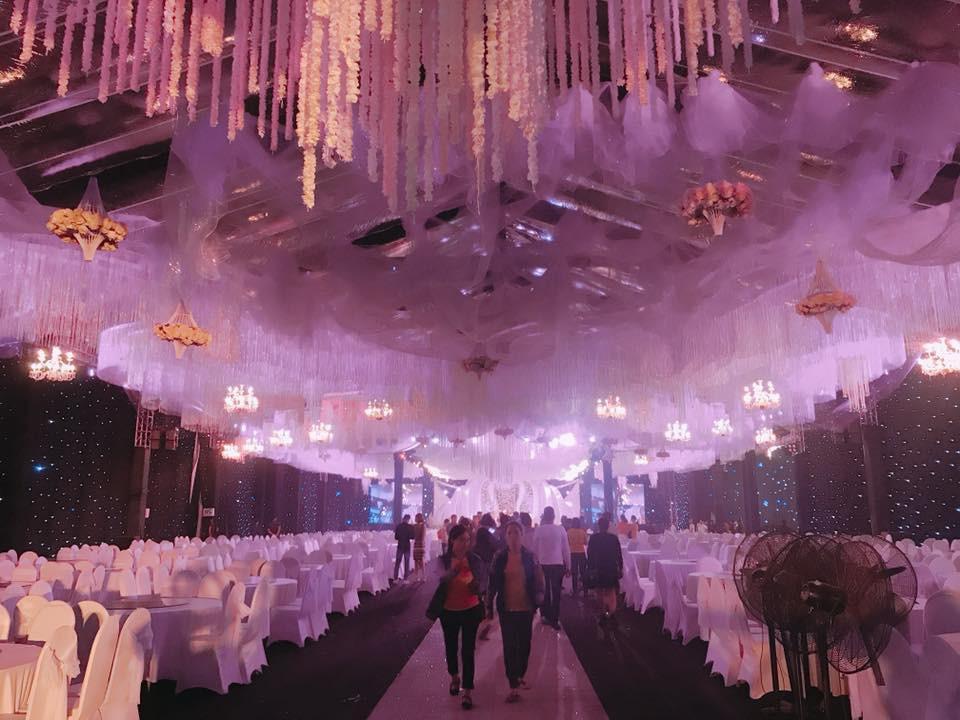 Siêu đám cưới ở Thái Nguyên trang trí hết 4 tỷ đồng với hơn 13.000 bông hoa tươi nhập khẩu thu hút nghìn người tới chụp ảnh - Ảnh 8.