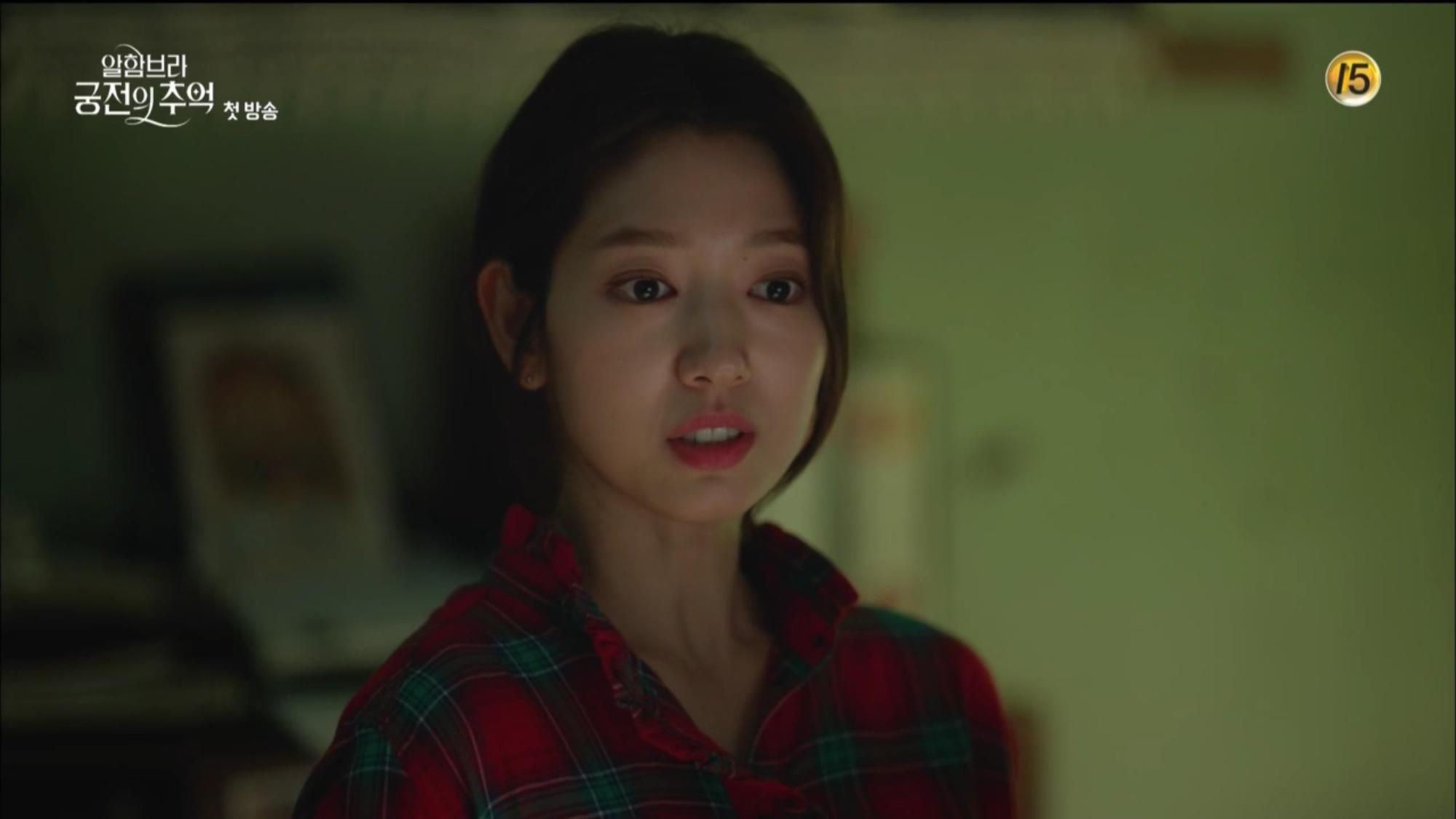 """Mới tập đầu """"Memories of the Alhambra"""", Hyun Bin đã bị Park Shin Hye """"hành"""" cho lên bờ xuống ruộng - Ảnh 4."""