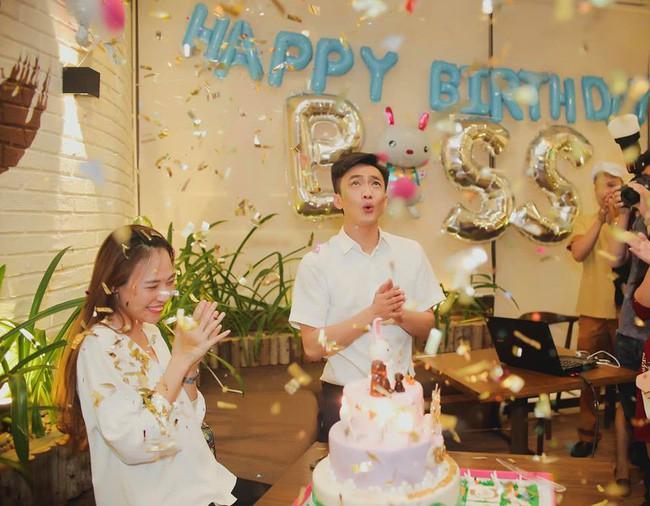 Khoảnh khắc thú vị: Cường Đô La phá bỏ hình ảnh doanh nhân thường thấy, trổ tài diễn sâu như nhân vật chính trong tiệc sinh nhật Đàm Thu Trang - Ảnh 1.