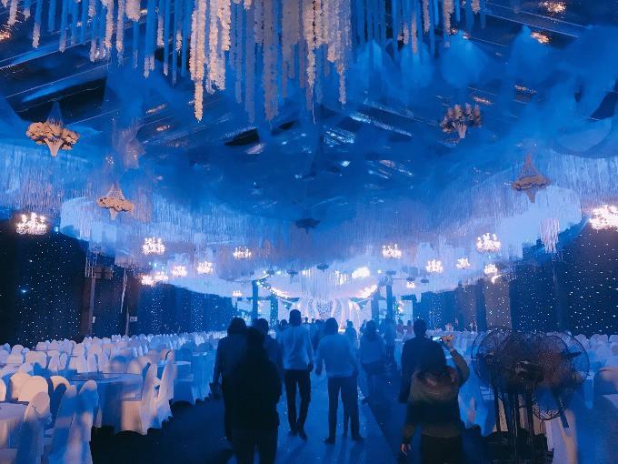Siêu đám cưới ở Thái Nguyên trang trí hết 4 tỷ đồng với hơn 13.000 bông hoa tươi nhập khẩu thu hút nghìn người tới chụp ảnh - Ảnh 10.