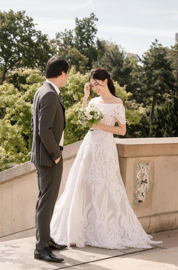 Trọn bộ ảnh cưới tại Pháp của Á hậu Thanh Tú và ông xã doanh nhân trước giờ G hôn lễ - Ảnh 2.