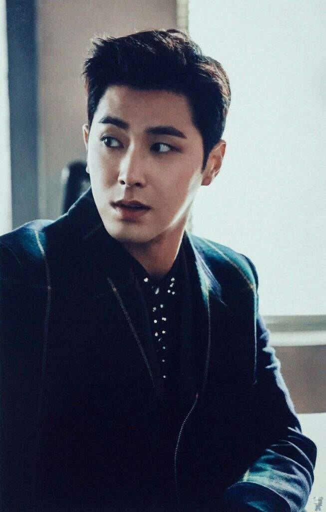 """Những lý do khiến dàn idol """"non xanh"""" phải cúi mình ngả nón trước màn solo của lão đại Kpop Yunho (DBSK) - Ảnh 10."""